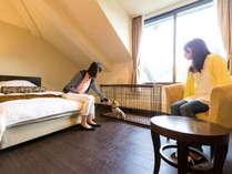 ワンチャン同室OKのペットルームも!1100×600のペットケージをご用意しています。