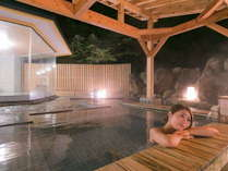<こまくさの湯・露天風呂>心地よく肌をつたう湯の温もりで至福のひとときをおすごしください