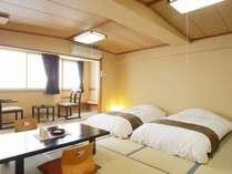 <和室>広々と12.5畳!落ち着いた空間と自然の中でお寛ぎください。