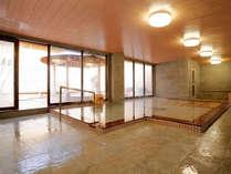 <かたくりの湯・内湯>身も心も和ませてくれる清潔感あふれる大浴場。