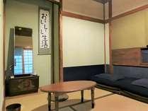 茶室のような雰囲気のレトロな和室(1~2名様用の個室)
