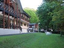 *十和田湖畔に佇む当館。都会の喧騒から離れ青森の自然に心癒される旅へ誘います。