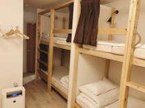 ゲストハウスと言えばドミトリー!海外の旅人気分に浸れてベッドの中の秘密基地感はもう最高!