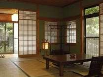 露天風呂付離れの客室「紅葉の間」