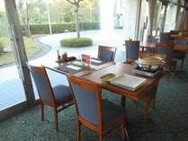 レストラン旬恵テラス席は、噴水を眺めながらお食事を楽しめます。