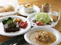 ニセコの旬野菜をたっぷりお召し上がりください。春と秋には「ニセコ収穫祭♪」開催。