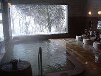 浴槽から望む雪景色