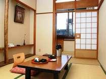 《和室7.5畳》少人数のお客様向けのお部屋。ほっこりしたいご夫婦、カップルにおすすめ。