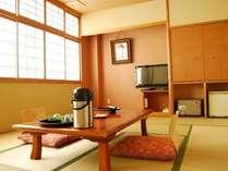 《和室12畳》スタンダードな12畳の和室。清潔感があり癒される畳のお部屋。