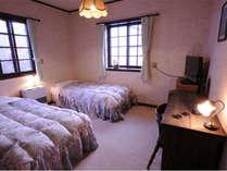 落ち着いた雰囲気のツインルームです。