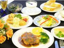 夕食は、洋食のコース料理でお楽しみ頂け、手作りデザートも好評です。
