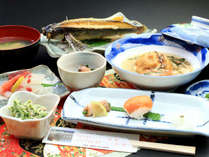 【料理_夕食スタンダード】料理長自ら選んだ旬の食材を日替わりで提供いたします!