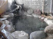 *露天風呂一例/自家源泉のとろみのあるお湯。夜は24時までお入りいただけます。