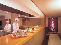 喜楽亭のオープンキッチン