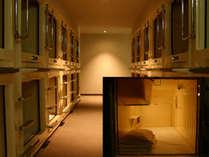 当店自慢のカプセルルーム内部写真約1.5畳分のスペースで快適空間