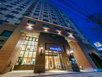 斬新な設計の外観★12階立て、上層階からは中島公園、ススキノの夜景を楽しむことができます♪