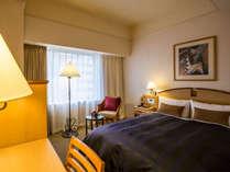 *【セミダブル】140cmのベッド幅と、18平米のお部屋でごゆっくりお過ごしください♪