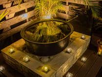 特別室の露天風呂。夜は満天の星を眺めながら。