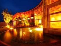 開放感抜群の自然豊かな温泉!トロトロの泉質でゆったりとした時間を過ごして