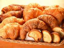 ヒーシュタントの製法で焼き上げられた焼き立てのパンは極上です♪