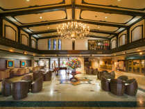 【ホテルロビー】ウェルカムドリンクやポーラ美術館などへ無料送迎サービスもあります。