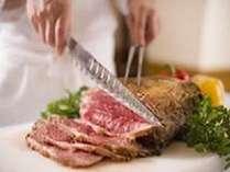 ローストビーフ、お寿司や天ぷらなど和食も食べ放題のプレミアムビュッフェ