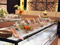 フルーツやケーキなど、女性からお子様に大人気のデザートも食べ放題。家族みんなで楽しめます。