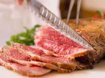お寿司にお刺身、天婦羅、しゃぶしゃぶも食べ放題。 シェフこだわりのローストビーフは大人気!