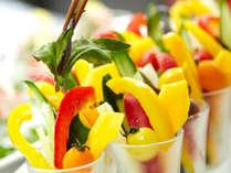夕食メニュー一例(地元野菜の冷製バーニャカウダー)