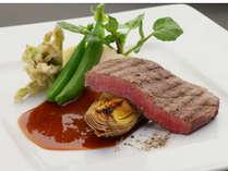 【和牛フィレ肉のグリル 筍のロースト添え】熊本県産味彩牛を使用。柔らかくヘルシーな味わい。