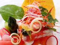 「美味しい料理は美しくなければいけない」が信条。飾りもメインと共に口にすればさらに美味となるよう計算