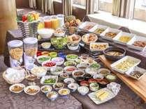 朝食は名物「かってめし」から和・洋食の定番メニューまで豊富な品数♪野沢菜やお蕎麦など地元のお惣菜も♪