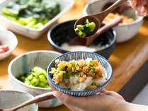 【信州かってめし】ほかほかごはんに、お好みの惣菜をのせて。「自分流」かってめしをどうぞ。