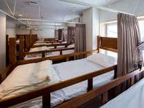 2段ベッドタイプのドミトリールームとなります。