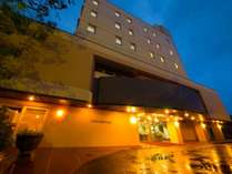 【外観】明治19年創業・120年余年の長きに亘る伝統と高い格式あるホテル。