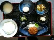 【朝食(一例)】ほっとできる味が楽しめる和食膳。
