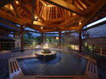 「南部曲り家の湯 赤松の湯」 美肌の湯とも称される掛け流しの源泉で、もっとお肌がすべすべに