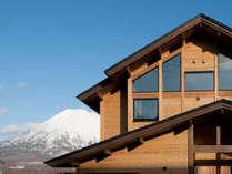 羊蹄山と屋根が列をなしています