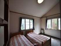 コテージ2階ロフト付寝室。