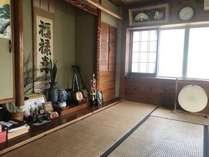 1F寝室 沖縄楽器