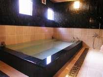 ブラックシリカの天然鉱石温泉です。ホッカホカです。