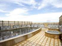 【アパホテル金沢中央 14F天然温泉・展望露天風呂】露天風呂から青空を見上げれば気分も爽快!