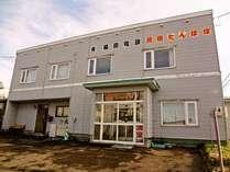 先代が民家を改築して15年営業した民宿を借り受けて4年目のシーズンをむかえました。