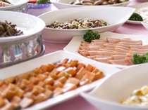 【朝食バイキング】和洋約40種類。
