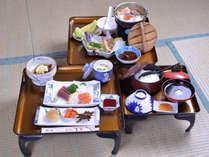 *お夕食一例/季節の旬と北海道の食材を活かした会席料理をお愉しみ下さい。