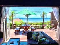 お部屋からは青い海と竹富島が目の前に広がります。