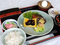 *【朝食一例】直火のガス釜で炊く「あきたこまち」が自慢!からだに優しい朝定食。