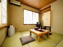和室8畳タイプ。バストイレ、洗面は共同をご利用くださいませ。