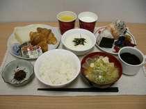 無料サービスですが、東川の低農薬米や『穂別のとろろ』等産地にもこだわった朝食です。