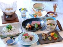 【会席コース一例】お部屋でゆったりお食事を。旬の食材を使用した会席をお楽しみください。